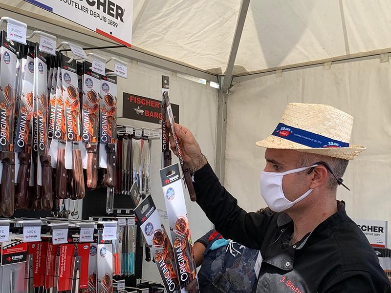 Jérôme BRUTUS directeur commercial de fischer sur le stand de l'entreprise lors du championnat de france de barbecue 2020